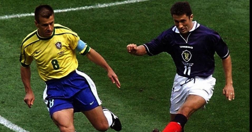 Outra equipe que enfrentou o Brasil na Copa de 1998, a Escócia, também tinha a Umbro como marca na camisa