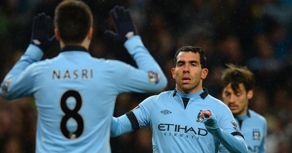 O milionário Manchester City, do argentino Tévez, também leva a marca da Umbro em sua camisa