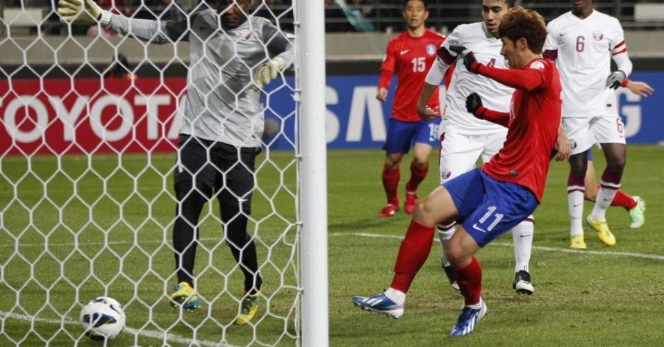 26.mar.2013 - Son marca um dos gols da vitória por 2 a 1 da Coreia do Sul contra o Qatar pelas eliminatórias da Copa do Mundo-2014