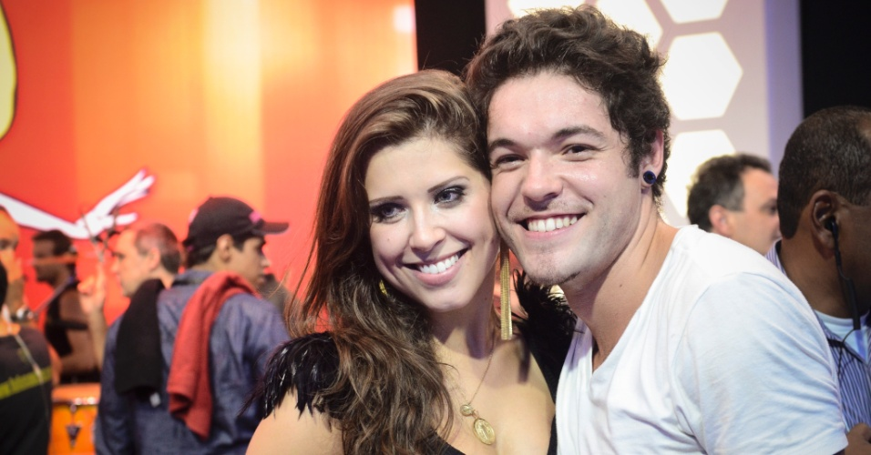"26.mar.2013 - Andressa e Nasser posam para fotos juntos após a final do ""BBB13"""