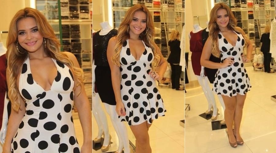 26.mar.2013 - De vestido de bolinhas, Geisy Arruda circulou por um shopping em São Paulo