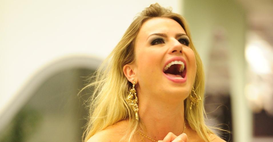 26.mar.2013 - Fernanda agradece pela conquista do prêmio de R$ 1,5 milhão