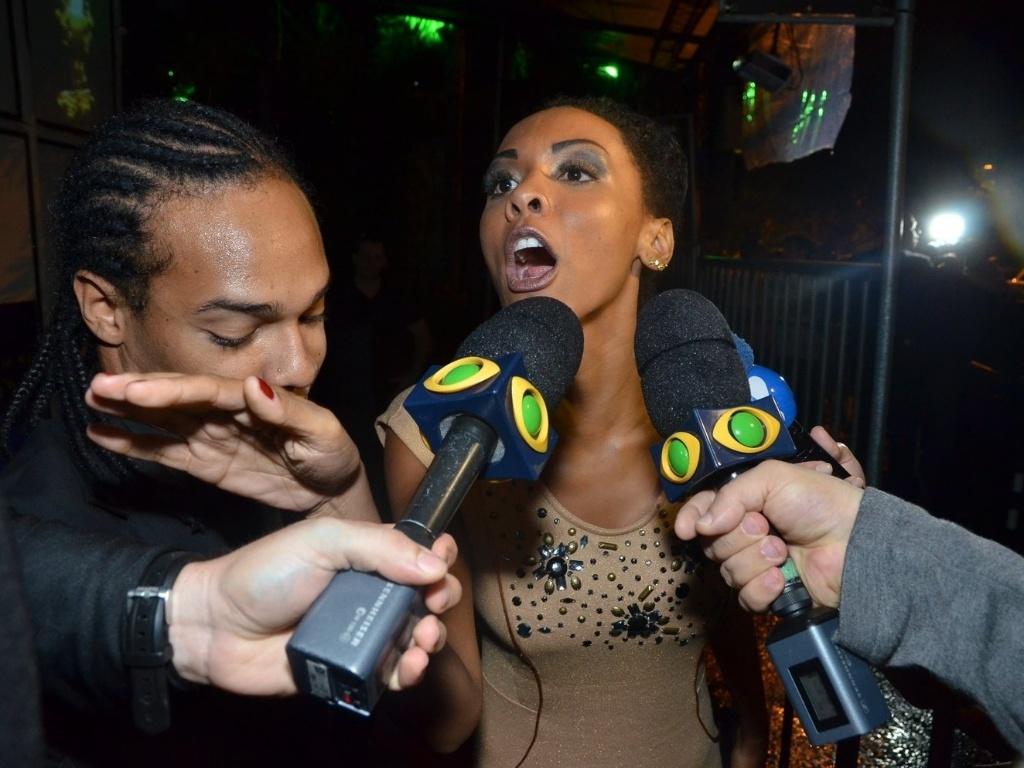 27.mar.2013 - Aline, primeira participante eliminada do programa, chega à festa de encerramento do