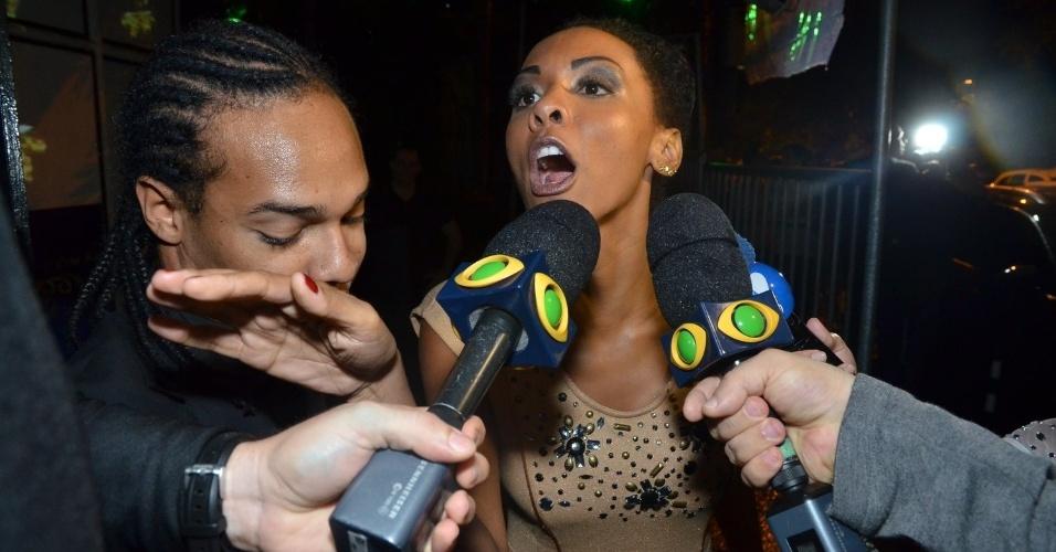 "27.mar.2013 - Aline, primeira participante eliminada do programa, chega à festa de encerramento do ""BBB13"""