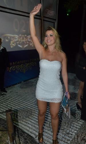 """27.mar.2013 - Fernanda, vencedora do reality show, chega à festa do """"BBB13"""""""