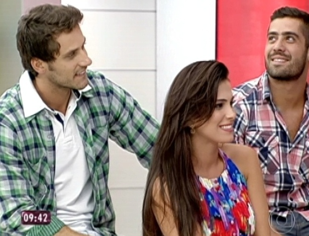 """27.mar.2013 - Já Elieser e Kamilla assumiram o namoro. """"Estamos namorando"""", afirmou a miss"""