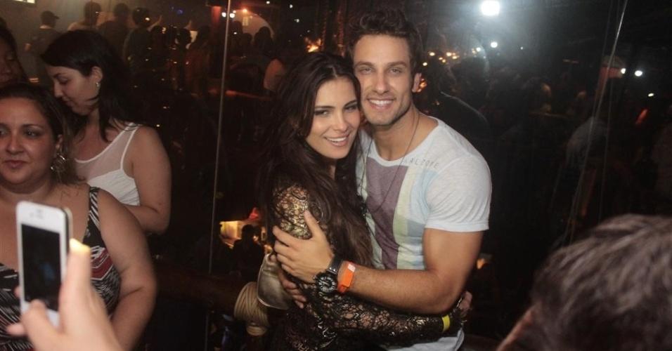 """27.mar.2013 - Kamilla e Eliéser posam juntos na festa de encerramento do """"BBB13"""""""