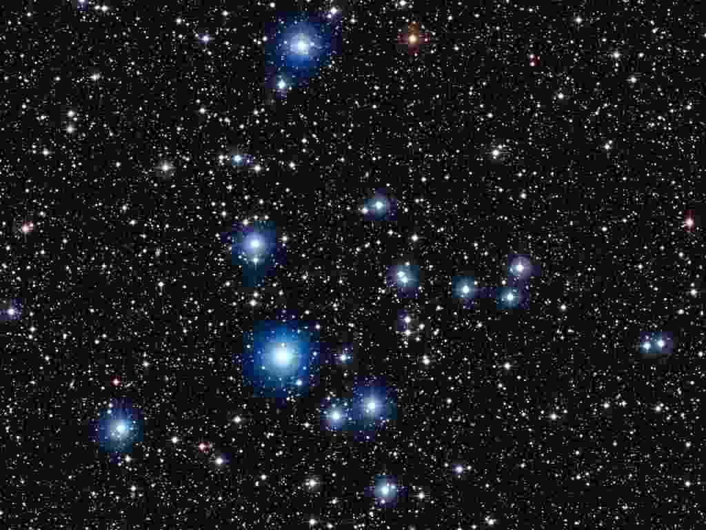 27.mar.2013 - O aglomerado NGC 2547, que fica na constelação da Vela, a 1.500 anos-luz da Terra, abriga estrelas que têm de 20 a 35 milhões de anos. Segundo o Observatório Europeu do Sul (ESO, na sigla em inglês), os astros são como bebês de três meses quando comparados ao Universo, que acumula 13,8 bilhões de anos. A imagem foi feita pelo instrumento Wide Field Imager, do Observatório de La Silla, no Chile - ESO