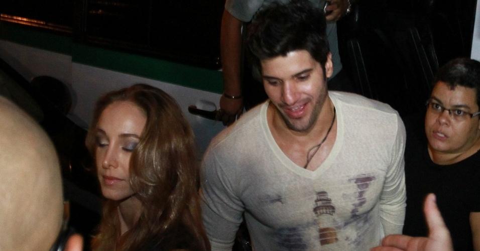 "27.mar.2013 - O carioca Marcello chegou com a namorada na festa de encerramento do ""BBB13"", na Barra da Tijuca"