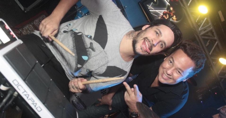 """27.mar.2013 - Rafinha e sua banda se apresentam na festa de encerramento do """"BBB13"""""""