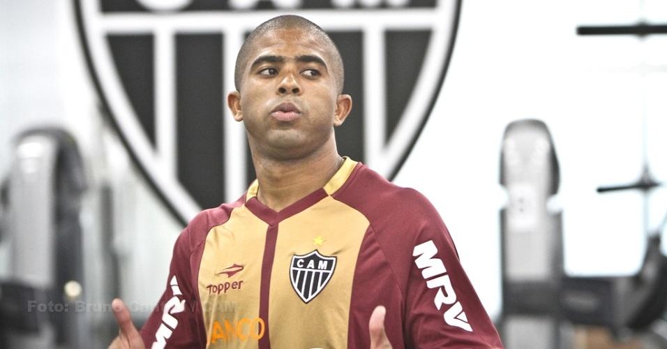 Júnior César, lateral esquerdo do Atlético-MG, trabalha na academia da Cidade do Galo (19/1/2013)