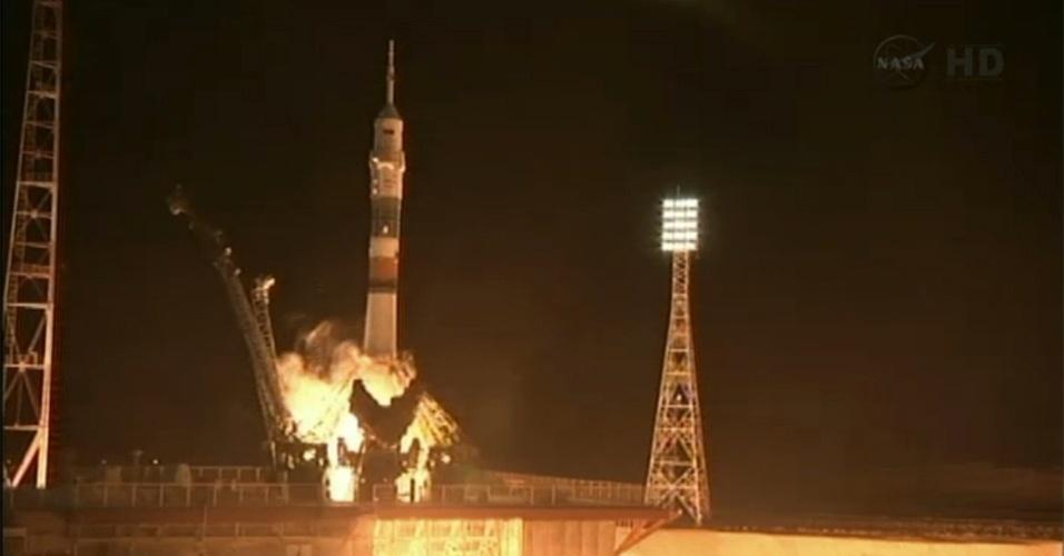 28.mar.2013 - A nave russa Soyuz é lançada por volta das 17h45 (fuso horário de Brasília), da plataforma do cosmódromo de Baikonur, no Cazaquistão, com sucesso. Pela primeira vez, o voo até a Estação Espacial Internacional (ISS, na sigla em inglês) será feito em apenas seis horas, e não mais em dois dias - o que vai permitir à tripulação conhecer a plataforma orbital no mesmo dia em que deixaram a Terra
