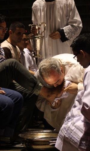 28.mar.2013 - 28.mar.2013 - Dom Orani, arcebispo do Rio de Janeiro (RJ), celebra Missa na Catedral Metropolitana, onde fez o tradicional ritual do lava pés, na noite desta quinta-feira (28), dando início as comemorações da Páscoa