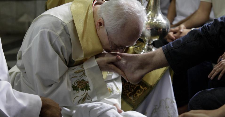 28.mar.2013 - O arcebispo de São Paulo, Dom Odilo Scherer, celebra missa de Lava Pés na Catedral da Sé, em São Paulo (SP), dando início as comemorações da Páscoa