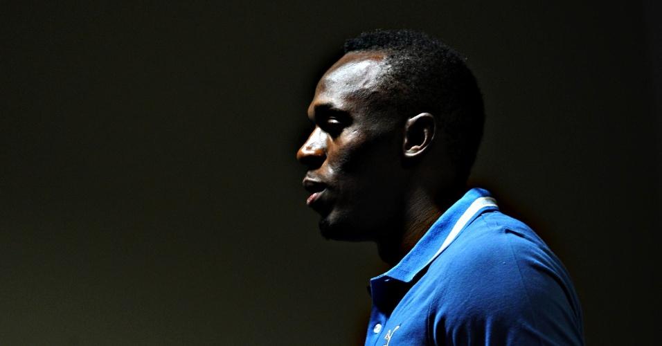 28.mar.2013 - Usain Bolt deixa a coletiva que concedeu no Rio de Janeiro, na qual falou sobre a interdição do Engenhão