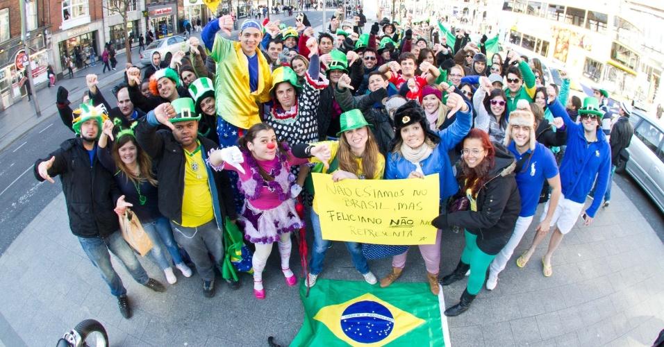 29.mar.2013 - Jovens protestam contra o presidente da Comissão de Direitos Humanos e Minorias da Câmara, o deputado e pastor Marco Feliciano (PSC-SP), em Dublin, na Irlanda, nesta sexta-feira