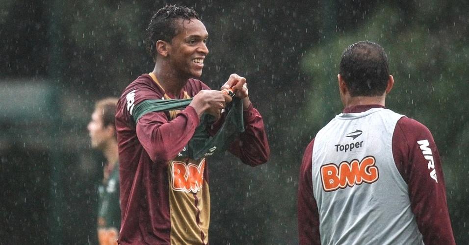 Jô, atacante do Atlético-MG, durante treino da Cidade do Galo (28/3/2013)