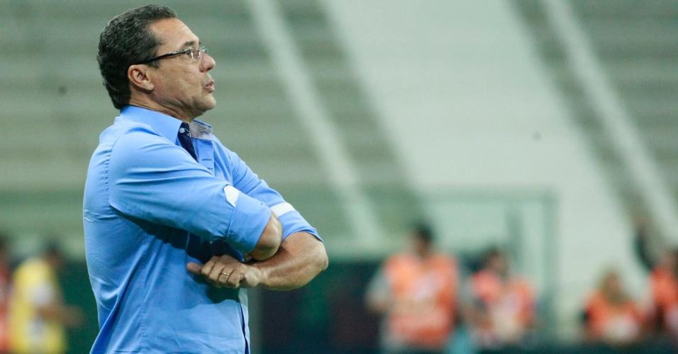 Vanderlei Luxemburgo vê o elenco do Grêmio rejeitar a formação com três atacantes