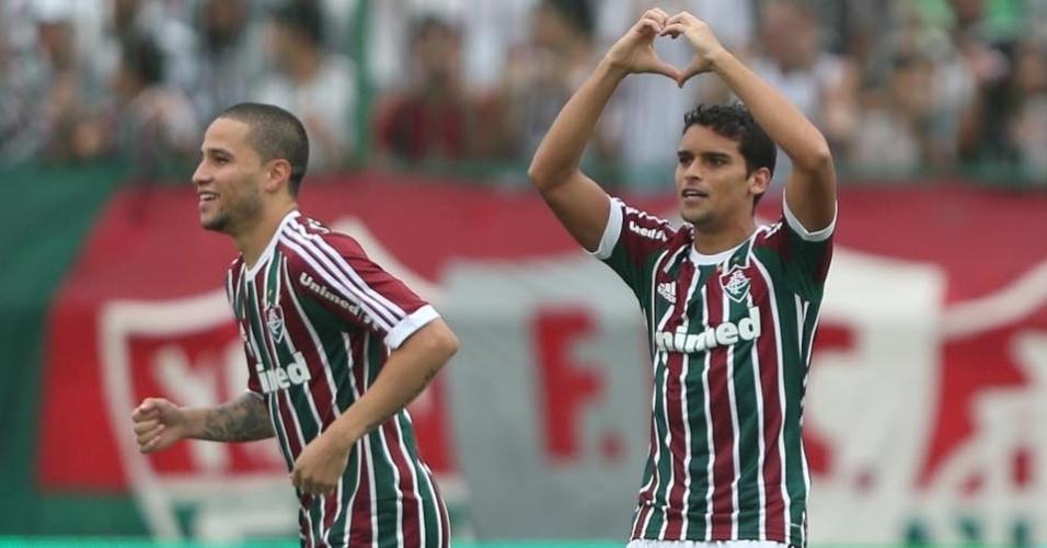 30.mar.2013 - Jean abriu o placar para o Fluminense contra o Boavista com um minuto de bola rolando no segundo tempo. O jogador comemora o gol fazendo um coração com as mãos