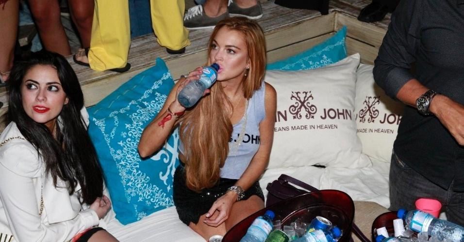 30.mar.2013 - Lindsay Lohan curte balada em Florianópolis. A atriz está no Brasil para participar de festa de uma marca de roupas