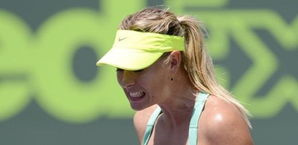 30.mar.2013 - Maria Sharapova vibra após vencer o primeiro set na decisão do torneio de Miami contra Serena Williams