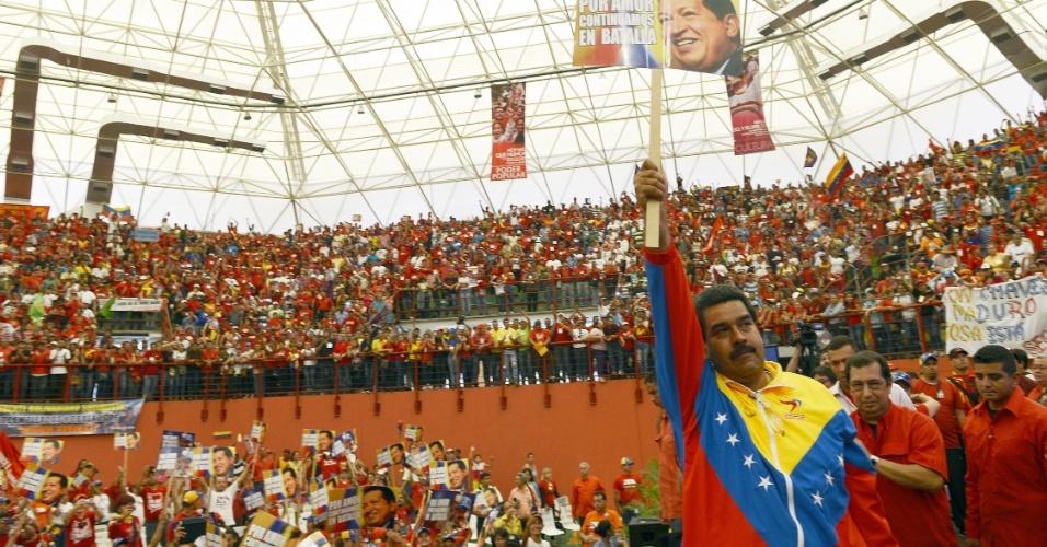 30.mar.2013 - O presidente interino da Venezuela, Nicolás Maduro, participa de evento de campanha no Estado de Barinas, neste sábado (30). Maduro, candidato do chavismo, concorre nas eleições presidenciais de 14 de abril contra o oposicionista Henrique Capriles