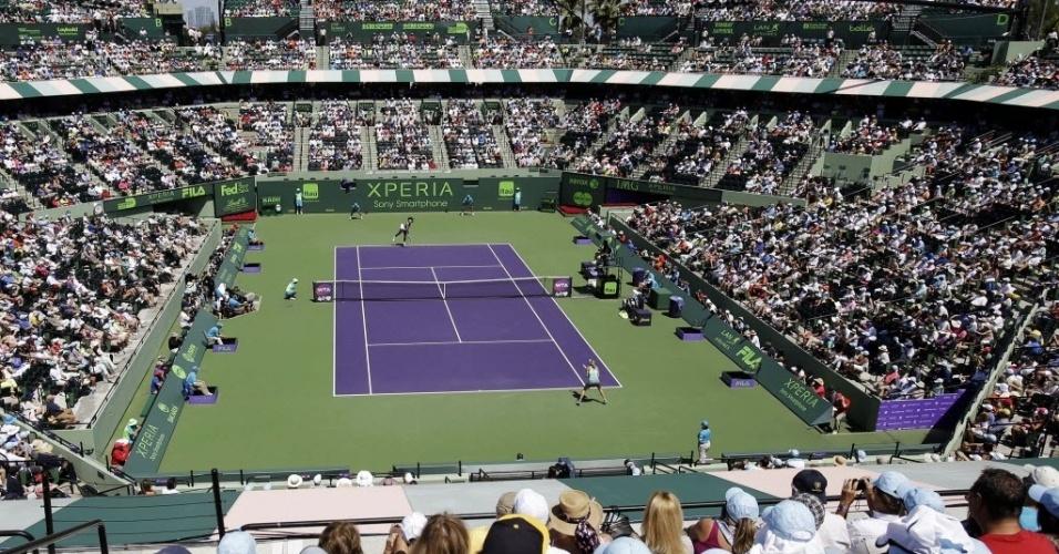 30.mar.2013 - Quadra principal do complexo de Miami quase lotada para acompanhar a decisão entre Serena Williams e Maria Sharapova