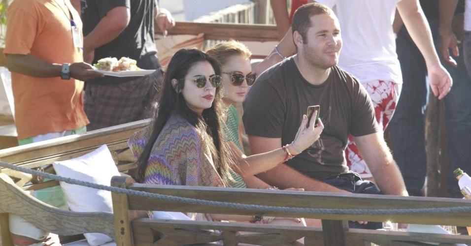 30.mar.2013 - Lindsay Lohan curte praia de de Jurerê, em Florianópolis. A atriz está no Brasil para participar de festa de uma marca de roupas