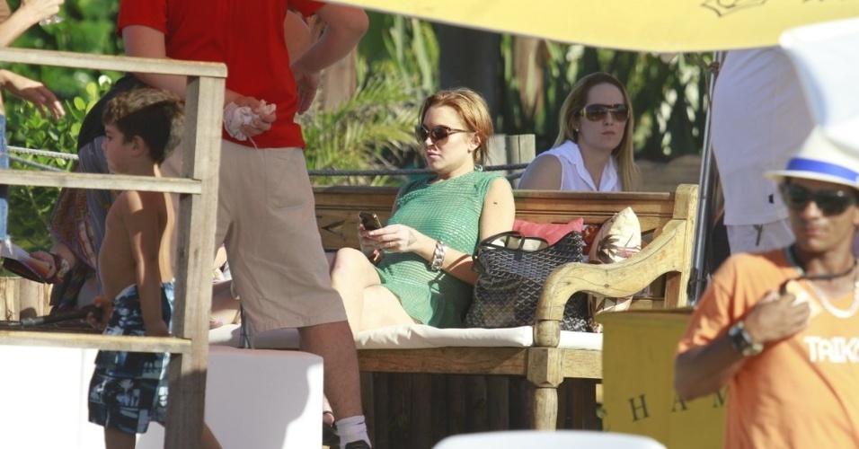 30.mar.2013 - Lindsay Lohan curte praia em Florianópolis. A atriz está no Brasil para participar de festa de uma marca de roupas