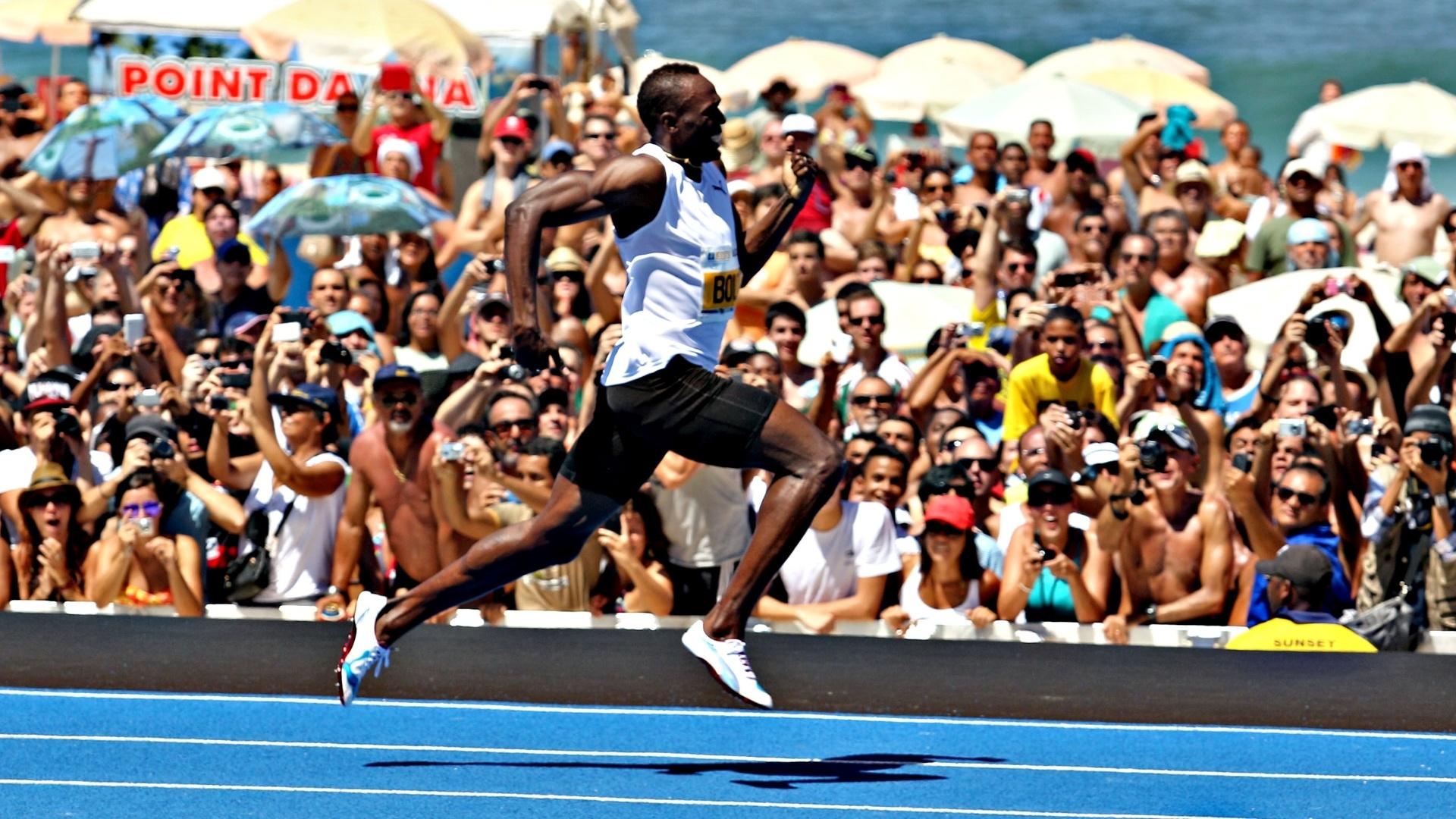 31.mar.2013 - Usain Bolt vence desafio de 150m no Rio de Janeiro, mas sem bater recorde