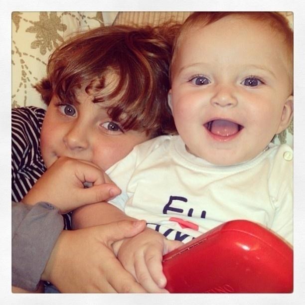 31.mar.2013 - Claudia Leitte publica foto dos filhos Davi e Rafael no Instagram