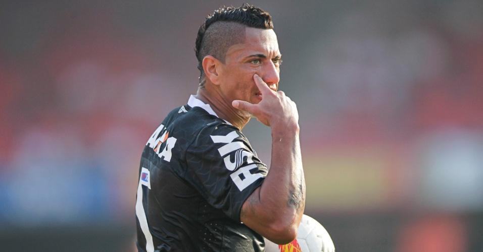 31.mar.2013 - Ralf gesticula durante o clássico do Corinthians contra o São Paulo no Morumbi