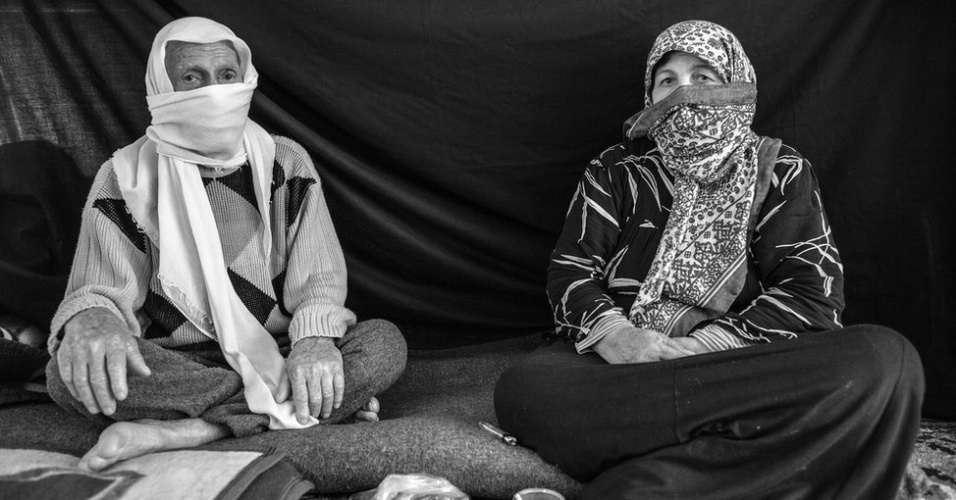 """1º.abr.2013 - Ayman, 82, diz que a coisa mais importante que o acompanhou até o campo de Nizip, na Turquia, foi sua esposa, Yasmine, 67 anos. """"Ela é a melhor mulher que já conheci"""", diz. Ambos deixaram Aleppo."""