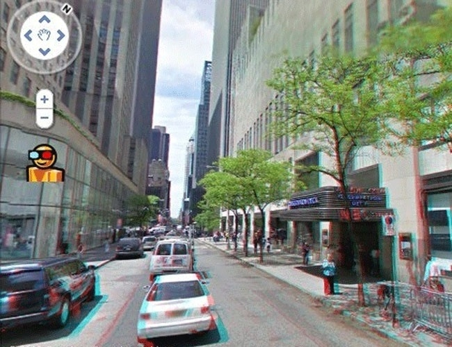 2010 - O Google disponibilizou a (falsa) ferramenta Street View em 3D. Para visualizar as ruas em três dimensões, o internauta deveria clicar no ícone do bonequinho amarelo à esquerda, com os óculos de lentes vermelha e azul