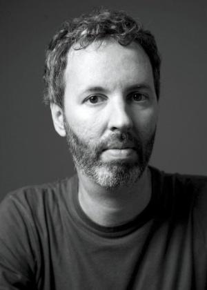 Fotografia cedida pela editora Mondadori do escritor brasileiro Michel Laub - EFE
