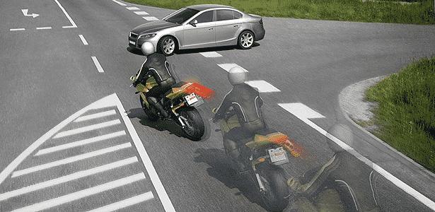 Freios com ABS ou frenagem combinada permitem manobrar ao reduzir velocidade - Divulgação