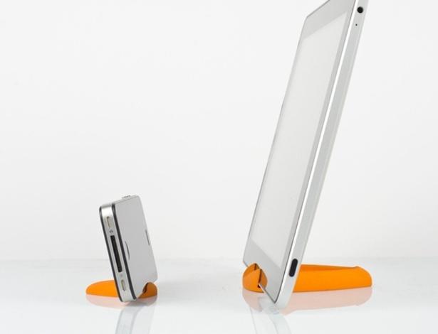O Curvestand é um apoio para iPhone e iPad. Segundo o Curve, estúdio de design irlandês responsável pelo desenho do acessório, ele serve para todas as versões do iPad e para os iPhones 4 e 4S. No Shapeways, a partir de R$ 26