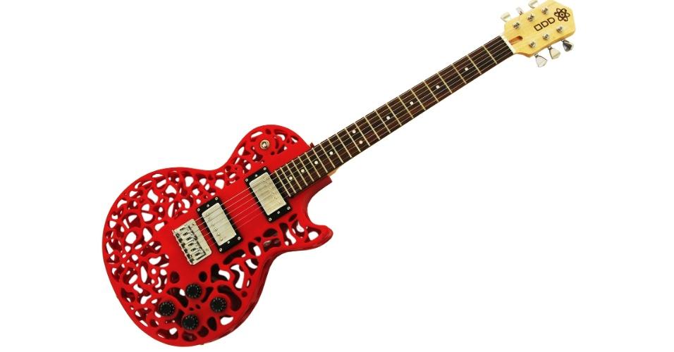 O designer Olaf Diegel criou uma linha de guitarras feitas em impressoras 3D. Disponível à venda no site Cubify, especialista em impressões 3D, o modelo Atom Guitar (imagem) custa US$ 3.500 (aproximadamente R$ 7.080)