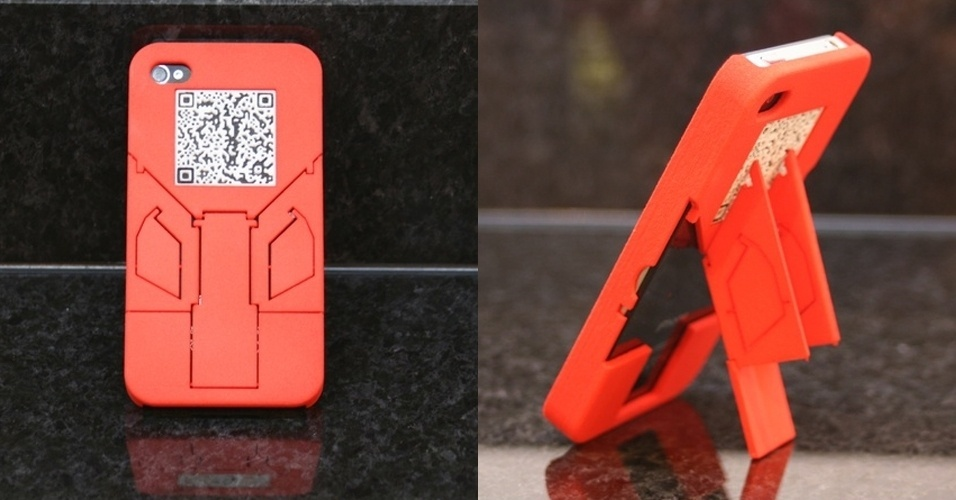O TriStand QR é uma capa para iPhone 5 feita em impressora 3D. Idealizada pelo designer Maundy, a parte traseira do case permite que o telefone fique em até três diferentes orientações. No Shapeways, a partir de R$ 40
