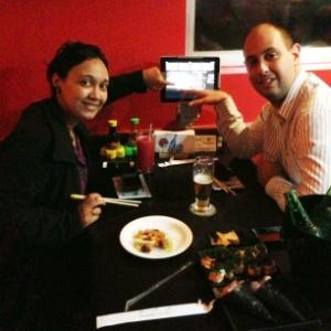 Restaurante japonês Kazumi, na capital paulista, substituiu cardápio convencional por tablets