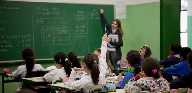 País investe em universitários mais que o triplo do que é gasto com estudantes do ensino fundamental e médio, revela estudo que analisou sistemas de ensino de 45 países