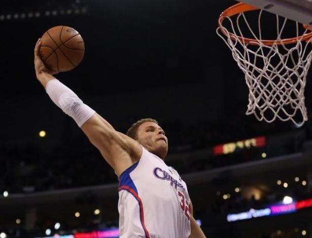 01.abr.2013 - Blake Griffin salta para enterrar e dar 2 pontos ao Los Angeles Clippers na partida contra o Indiana Pacers