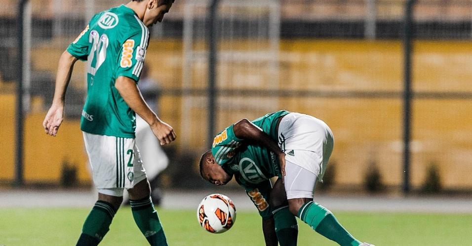 02.04.2013 - Patrick Vieira sentiu lesão e teve que deixar o campo ainda no primeiro tempo