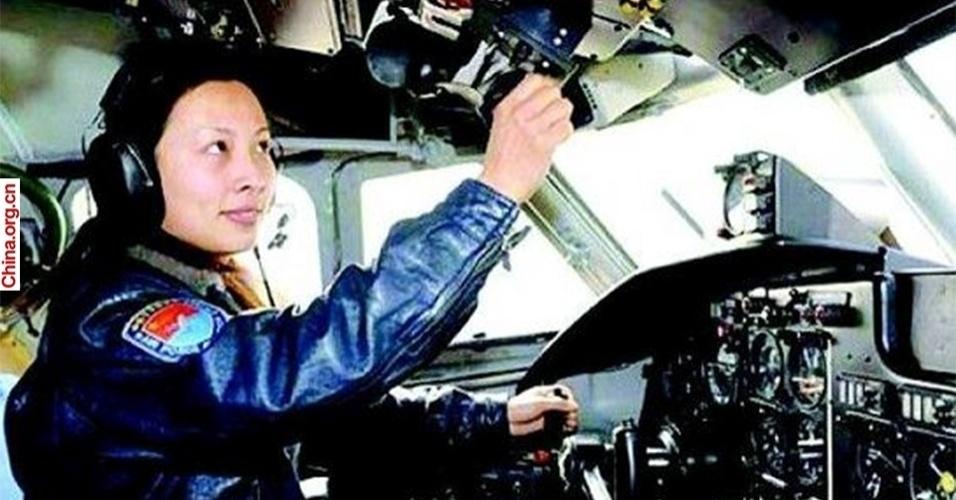 2.abr.2013 - A tenente da Força Aérea da China, Wang Yaping, será a segunda mulher a ser enviada ao espaço pelo país asiático ainda neste ano. Ela e outros dois colegas astronautas vão viajar a bordo da nave Shenzhou 10, que deve se acoplar ao laboratório espacial chinês Tiangong 1 (Palácio do Paraíso 1). A missão colocará o trio em órbita por 15 dias e deve ocorrer entre junho e agosto