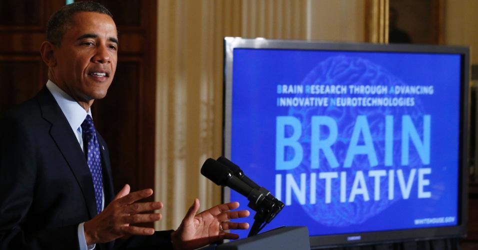 2.abr.2013 - Barack Obama, presidente dos Estados Unidos, anunciou nesta terça-feira (2) a iniciativa BRAIN, um ambicioso programa multidisciplinar que pretende mapear o cérebro humano em busca da cura de doenças como mal de Alzheimer, Parkinson e epilepsia, além de tratar melhor traumatismos e patologias psiquiátricas. O projeto tem um investimento inicial de US$ 100 milhões (cerca de R$ 201,9 bilhões) do Orçamento do período fiscal 2014 - mas também vai contar com fundos de instituições particulares, como o Instituto Allen, criado pelo milionário fundador da Microsoft, Paul Allen, que destinará US$ 60 milhões ao ano