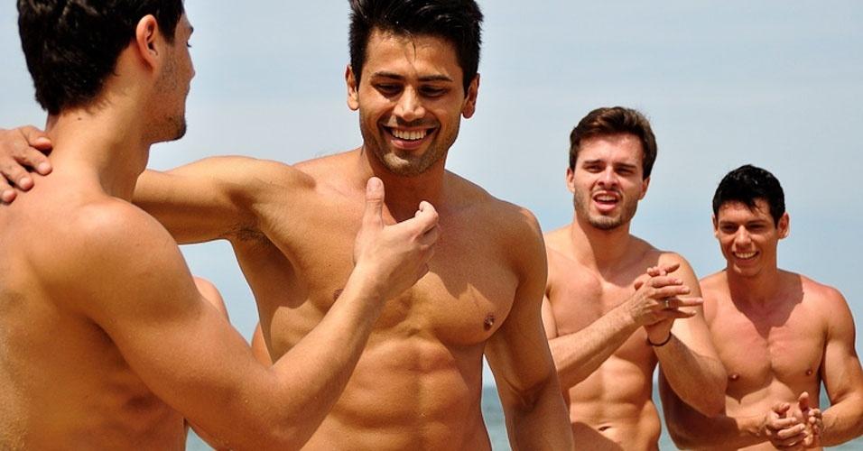 2.abr.2013 - Candidatos do Mister Brasil 2013 participam da prova de esportes, que foi vencida pelo Mister Tocantins, Douglas Schwengber (na foto)