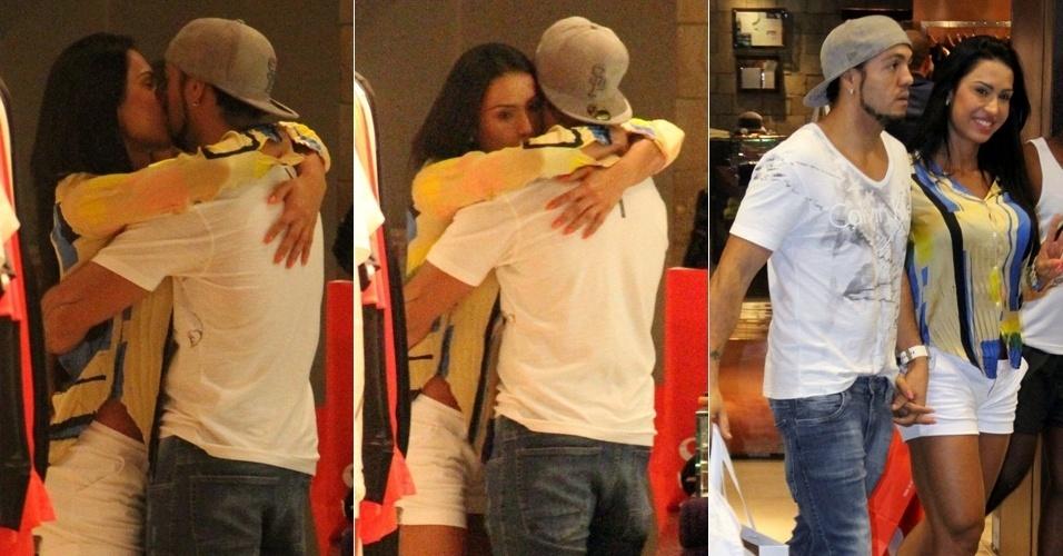2.abr.2013 - Gracyanne Barbosa e Belo trocam beijos e carinhos em shopping do Rio enquanto fazem compras