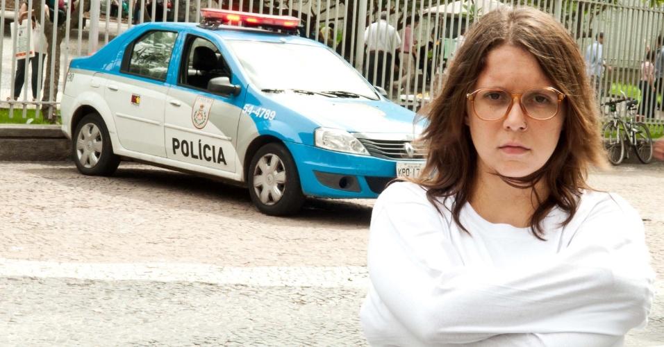 2.abr.2013 - Integrante da Marcha da Maconha posa para foto nesta terça-feira (2), no centro do Rio de Janeiro (RJ). A manifestação protesta contra a internação forçada de usuários de drogasMulher participa da Marcha da Maconha nesta terça-feira (2), no centro do Rio de Janeiro (RJ). A manifestação protesta contra a internação forçada de usuários de drogas