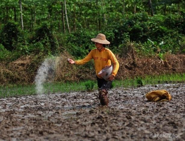2.abr.2013 - O lixo gerado pela indústria de fertilizantes contaminou diversas regiões da China, acusa novo relatório do Greenpeace. Segundo a organização, o fosfato de gesso, subproduto de fertilizantes fosfatados, contém substâncias altamente nocivas no país, que