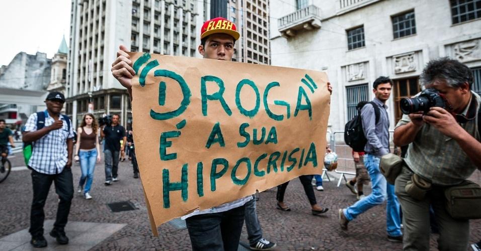 2.abr.2013 - O movimento é contra o projeto de Lei 7.663/10, do deputado Osmar Terra (PMDB/RS), que trata da